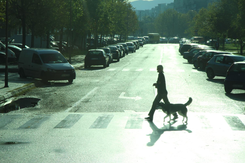 24、黑山共和国,地处亚得里亚海东岸。面积:1.38万平方公里;人口:63万。首都:波德戈里察。街景(车拍)