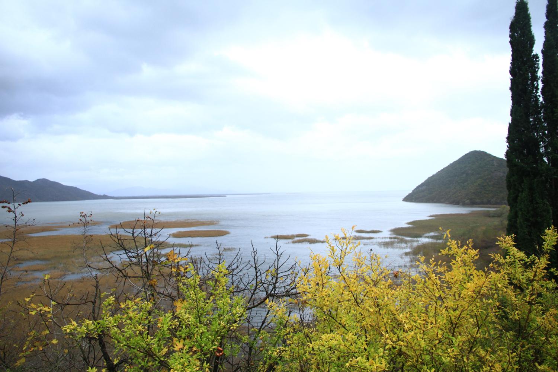41、斯库台湖。丰水期面积达500多平方公里。湖对面是阿尔巴尼亚