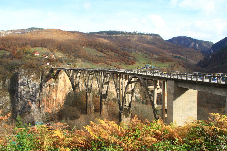47、1946年二战结束后,大桥重新修复,使用至今