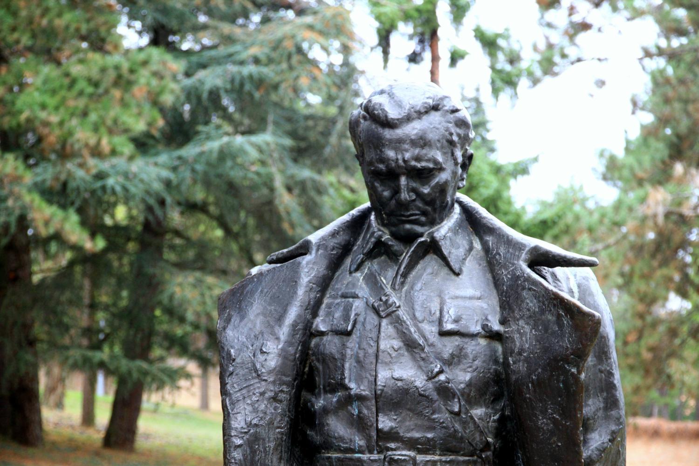 49、铁托元帅雕塑
