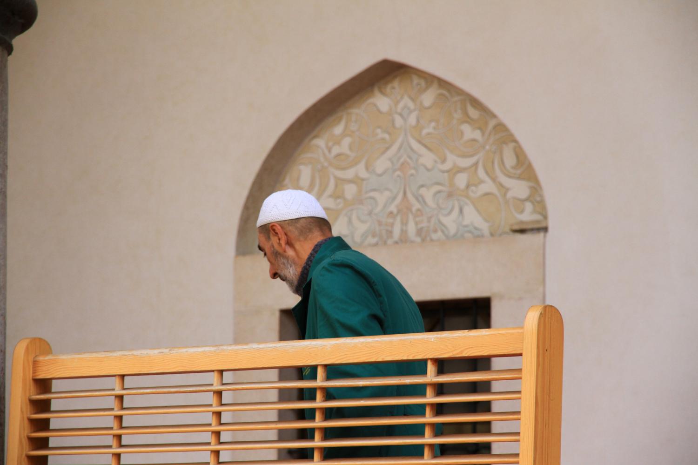 54、清真寺清扫卫生的老人