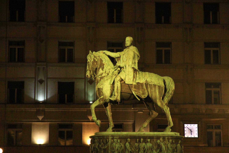 69、贝尔格莱德共和国广场迈克尔王子青铜雕像