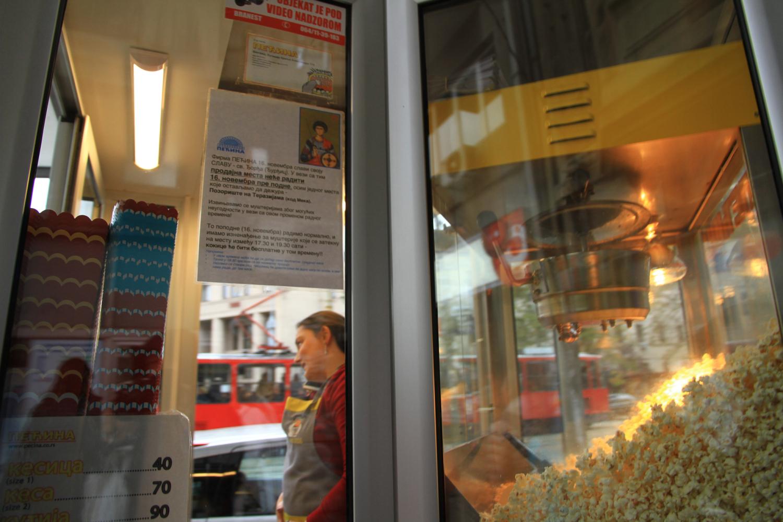 71、贝尔格莱德街头爆米花商贩