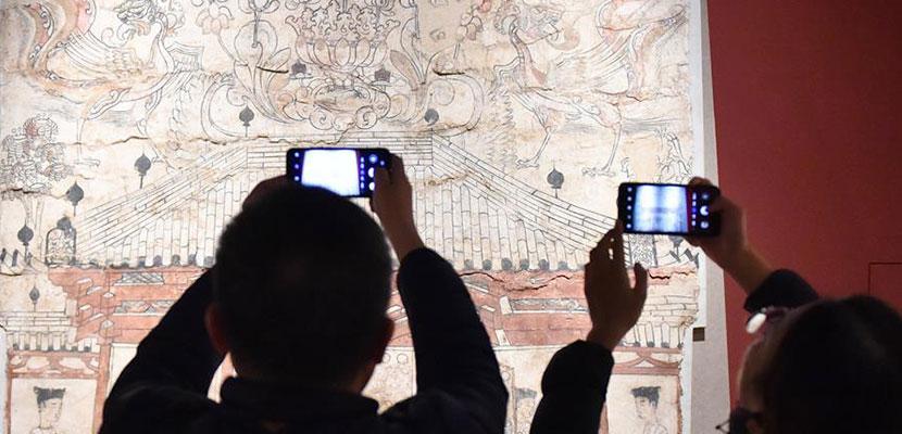 """北朝墓葬壁画首次集中亮相 一展1500年前""""壁上乾坤"""""""