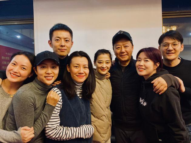 """《父母爱情》演员重聚 梅婷郭涛感慨称""""一家人"""""""