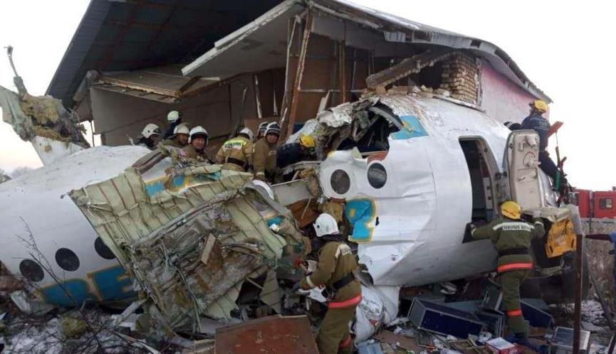 哈萨克斯坦客机坠毁已致14死35伤 幸存者正撤离