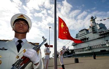 记者带你走近我国第一艘国产航空母舰山东舰
