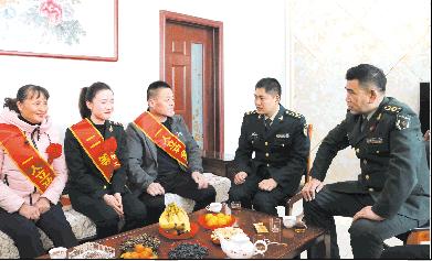 东营市走访慰问荣立二等功现役军人家庭