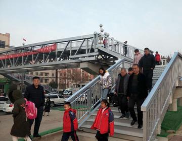 无棣首座人行过街天桥新年后正式投入使用