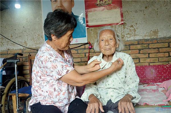 【全市第六届道德模范风采】董玉兰:养女不外嫁 悉心照顾养母52年