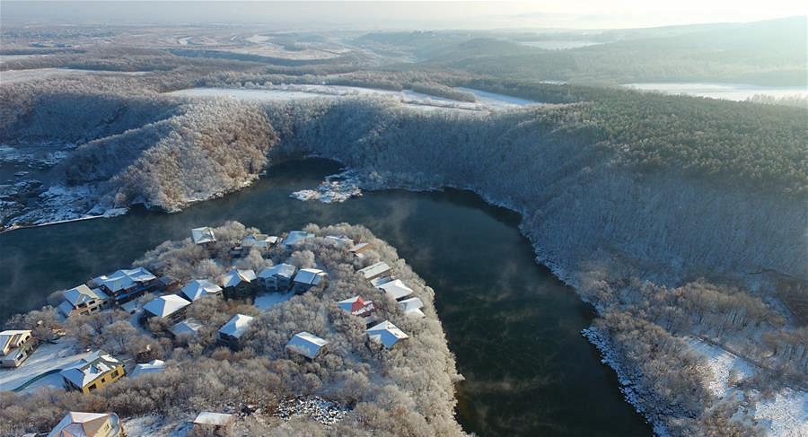 黑龙江牡丹江:镜泊湖现雾凇景观