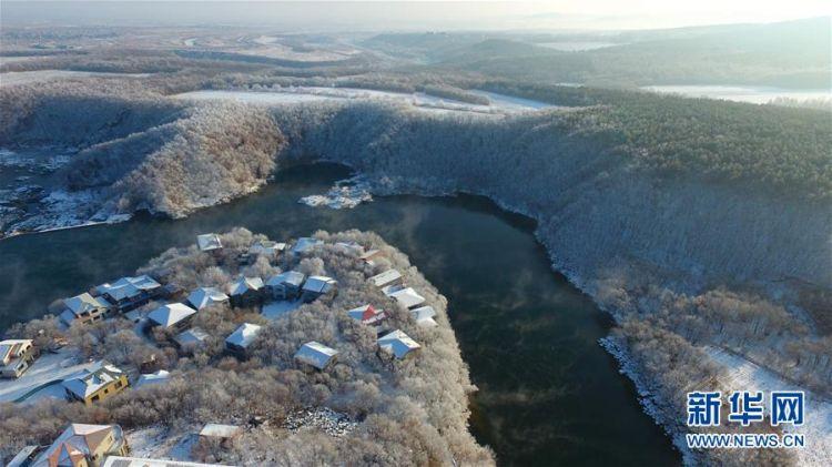 #(新华视界)(2)黑龙江牡丹江:镜泊湖现雾凇景观