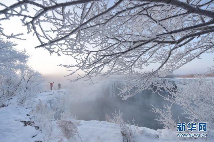 #(新华视界)(1)黑龙江牡丹江:镜泊湖现雾凇景观