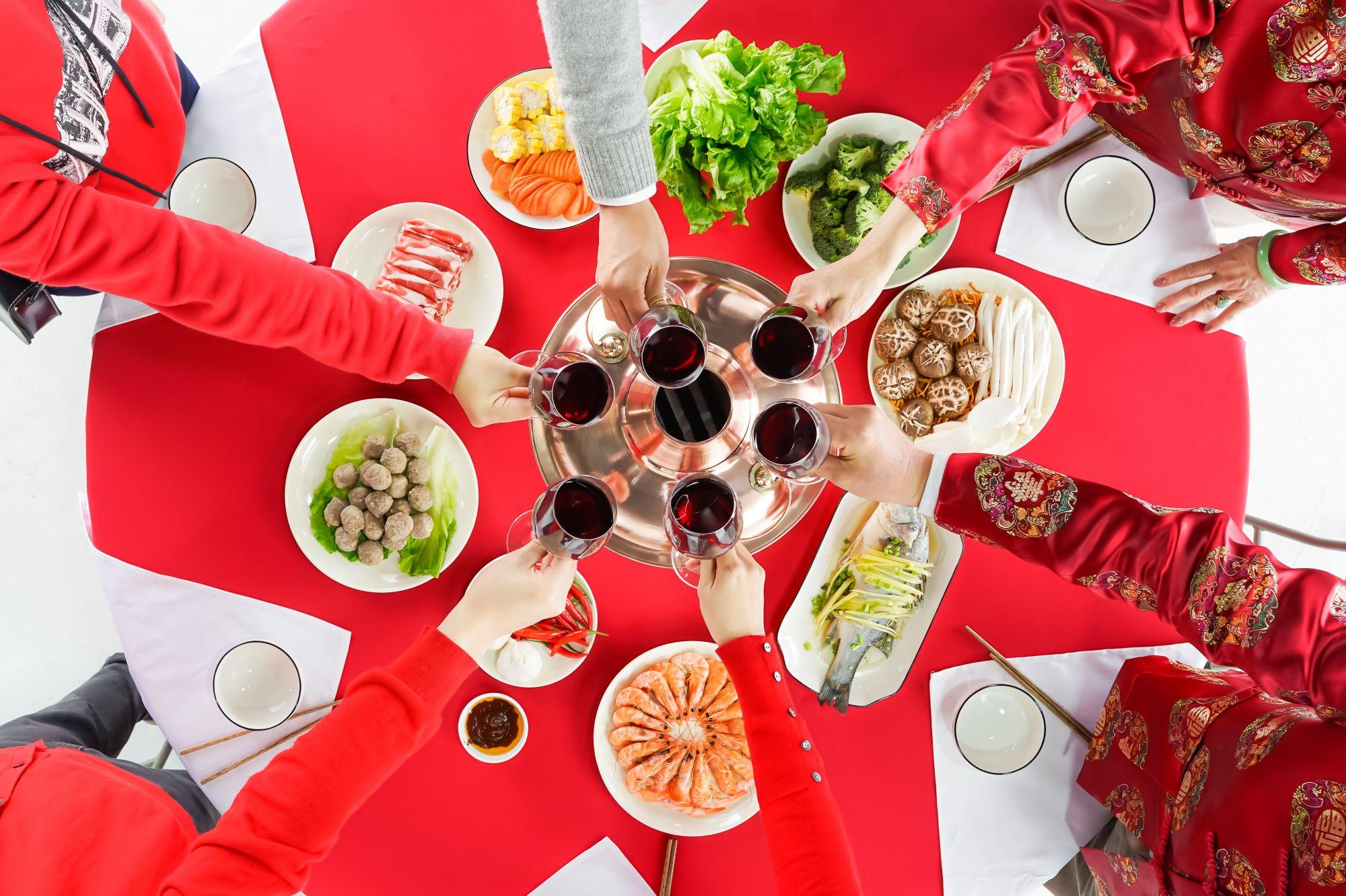聚会餐桌上饮食应该注意什么?