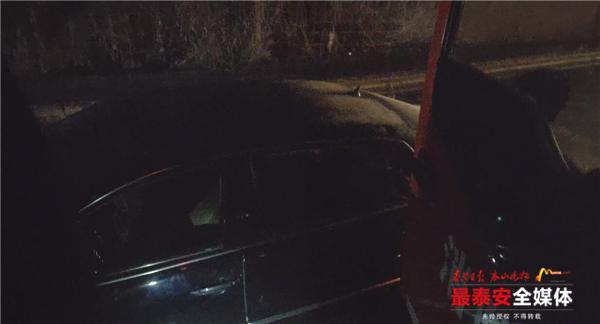 泰安:私家车涉水熄火被困桥下,消防紧急救援