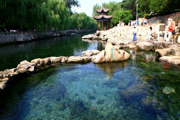 天下第一泉风景区:泉、河、湖、城融为一体展现泉城风貌