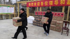淄博市福彩中心向85个贫困户捐赠米面油等物资