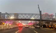 聊城东昌路人民医院天桥建成 车辆开始通行