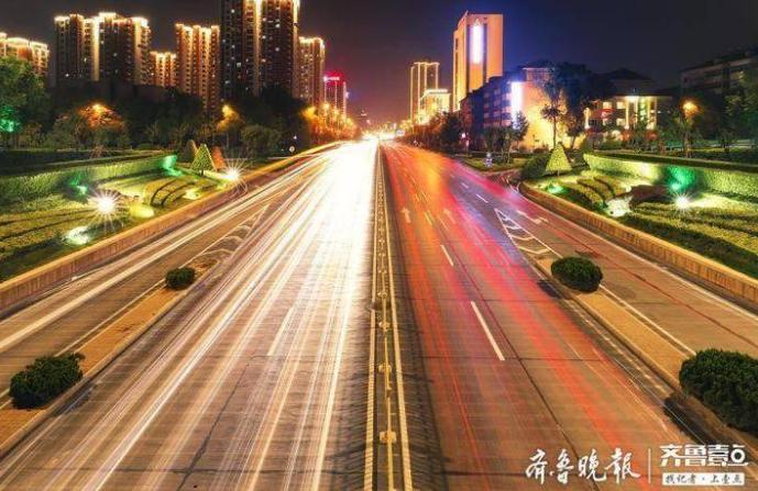火红的灯笼和中国结挂起来!济南城管让城市靓起来年味浓起来