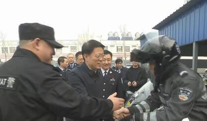 江敦涛走访看望坚守岗位的一线职工 向全市广大干部群众致以美好的新春祝福
