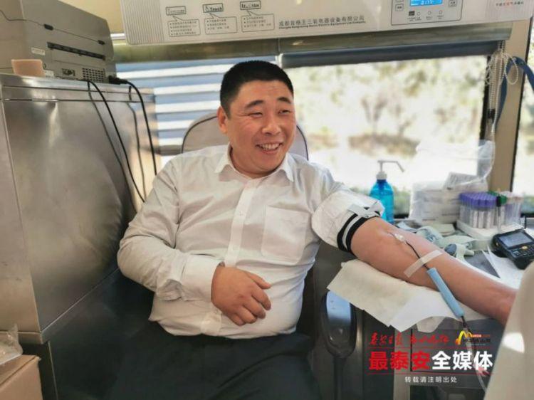 暖心!泰安市民向一线采血医护人员捐赠医用口罩