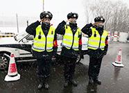 """战""""疫""""人物丨无惧风雪,交通联防队员坚守一线"""