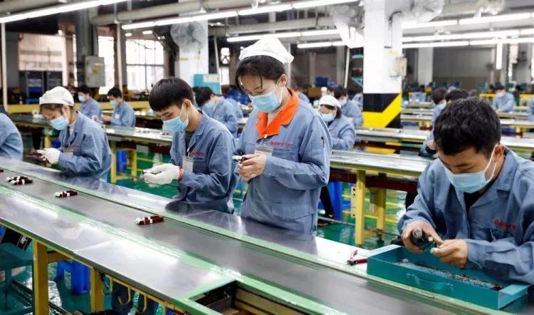 国际锐评丨中国工厂机器开动了,全球产业链就稳了