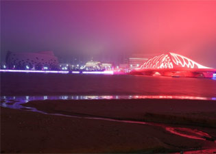 雨夜的珊瑚贝桥 更有童话韵味