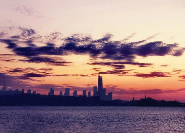 景色如画!实拍晨光下的青岛