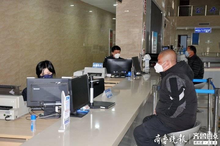 """急事急办!宁阳交警为21辆大型客车复工复产""""保驾护航"""""""