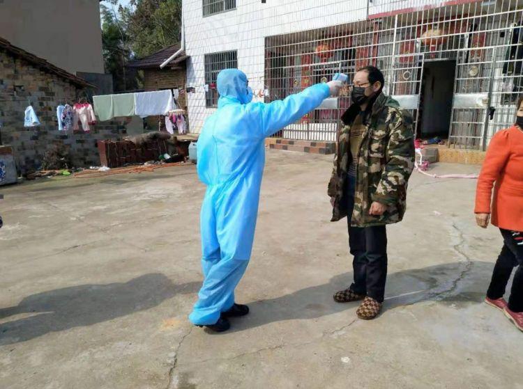"""【抗疫在基层】""""我不怕""""""""我有经验我先上""""……湖南临澧县有这样一批感人的抗疫村医"""
