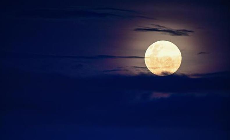 """10日凌晨,今年首个""""超级月亮""""来了"""