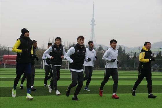 新援归队青岛黄海重新集结 教练团队将于近日返青