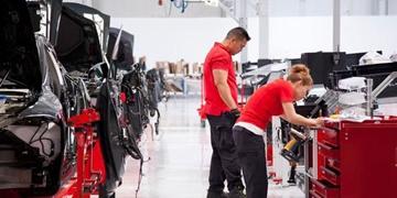 特斯拉宣布美国两工厂临时停产