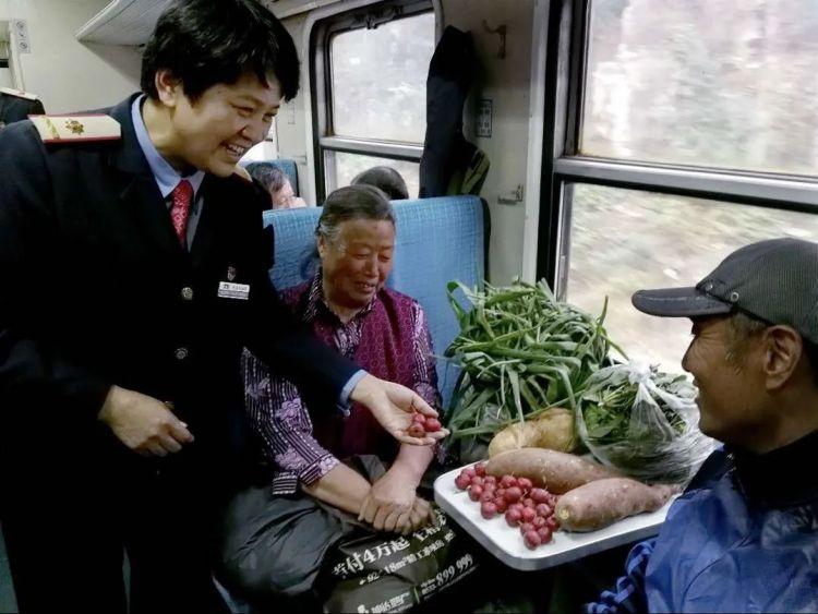 """今天,山东唯一""""网红慢火车""""升级亮相!变身空调车,全程票价还是11.5元"""