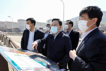 闫剑波到环翠区走访调研重点企业和远遥浅海科技湾区规划建设
