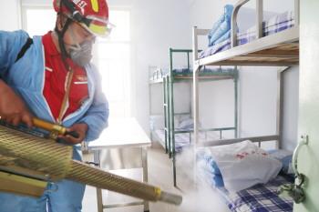 淄博红狼应急救援队为学校开展防疫消杀工作