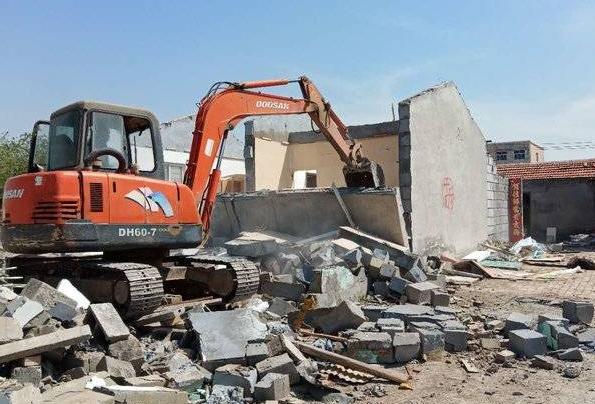 东营:拆除胜利医院片区违建 提升城市文明形象