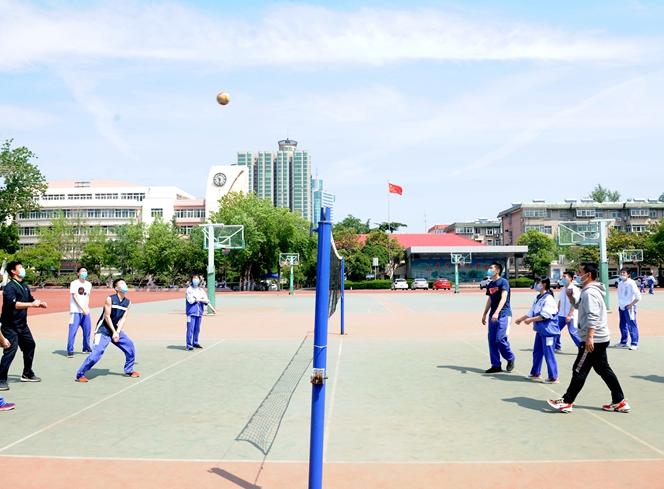 让生命阳光般灿烂——济南中学高三学生用休闲体育和心理疏导来缓解高考压力