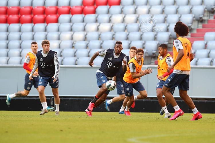 德甲联赛恢复训练,拜仁众将表现轻松