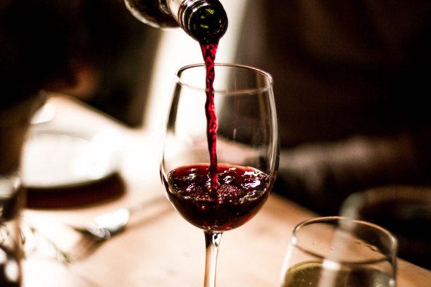 """""""挂杯""""的才是好红酒? 外行了!"""
