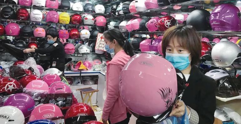 疯狂的头盔!潍坊头盔价格疯涨仍脱销 不少为三无产品