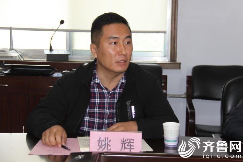参加第一书记临时党支部主题党日活动