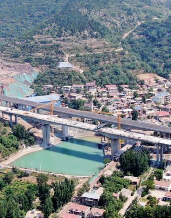 飞吧山东|航拍建设中的济泰高速大佛寺大桥