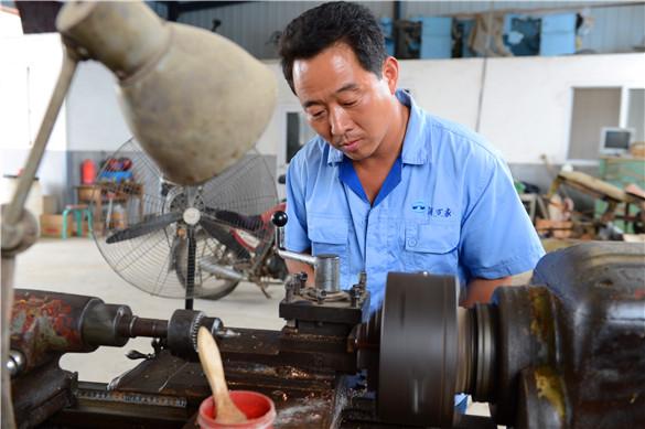 """""""明星""""升起!海润集团员工于明星获第八届青岛市首席技师称号"""