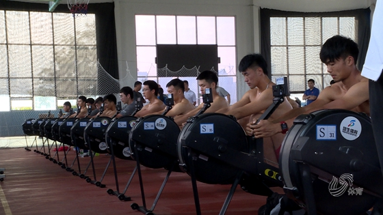 """打造""""中国铁军""""备战东京奥运 探营国家队陆上赛艇挑战赛备战"""