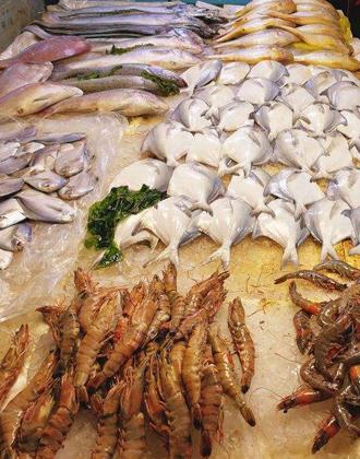休渔一月青岛海鲜市场不断档 养殖品冰鲜存货唱主角