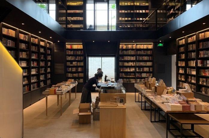 后疫情时代,实体书店如何转型破局?