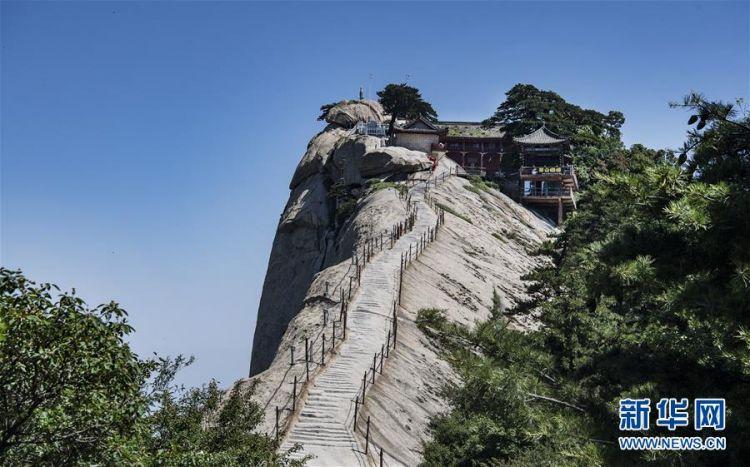 (美丽中国)(2)空山新雨后 西岳景色新
