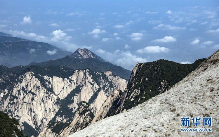 (美丽中国)(1)空山新雨后 西岳景色新